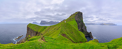 Panoramic of Kallur Lighthouse on cliffs, Kalsoy Island, Faroe Islands, Denmark, Europe - p871m2003499 by Roberto Moiola