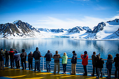 Exploring Spitsbergen on a cruise ship - p1062m953992 by Viviana Falcomer