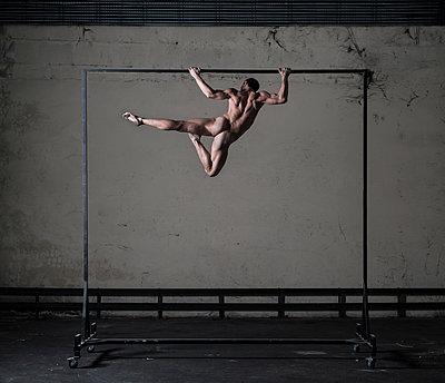 Gymnast on gymnastics bar - p1139m2216281 by Julien Benhamou