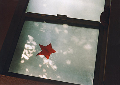 A star shape on a window - p3011160f by fStop