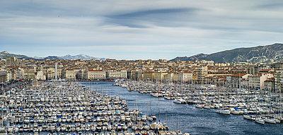 Skyline von Marseille - p393m1044476 von Manuel Krug