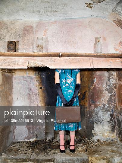 Woman in floral dress - p1105m2216613 by Virginie Plauchut
