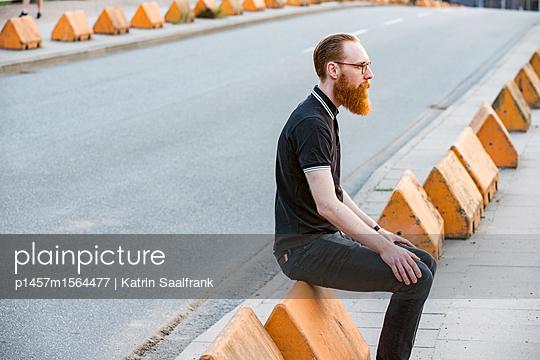 Mann an der Straße - p1457m1564477 von Katrin Saalfrank