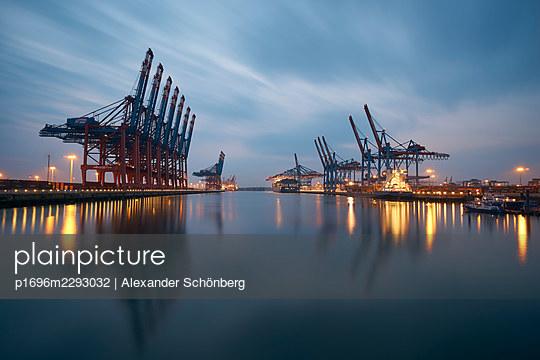 Container yard - p1696m2293032 by Alexander Schönberg