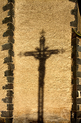 Shadow of a cross on a wall - p813m956630 by B.Jaubert