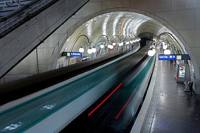 Metro - Paris - p1202m1162073 von Jörg Schwalfenberg