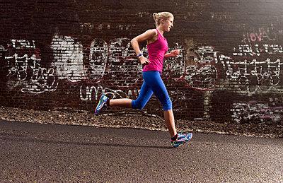 Running - p608m1110616 von Jens Nieth