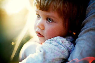 Portrait of toddler girl - p972m1136656 by Felix Odell