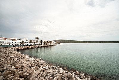 Blick auf Fornells im Norden Menorcas - p1162m1491420 von Ralf Wilken