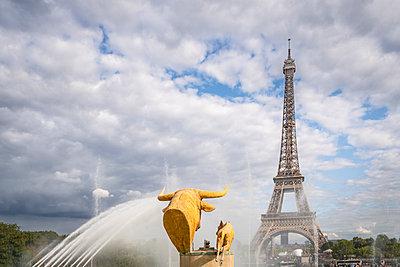 Eifelturm und Skulptur - p1275m2141623 von cgimanufaktur