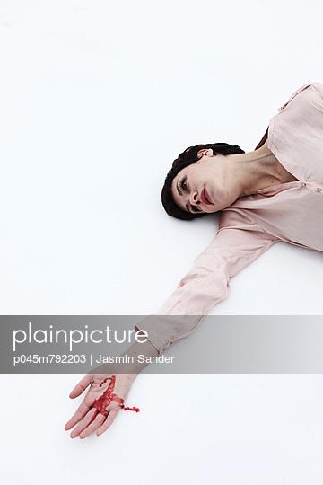 Injured - p045m792203 by Jasmin Sander