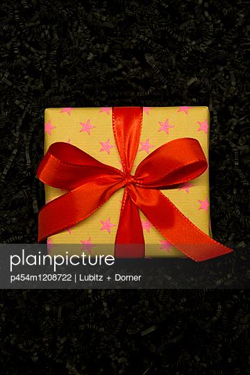 Weihnachtsgeschenk - p454m1208722 von Lubitz + Dorner