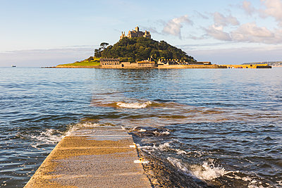 United Kingdom, Cornwall, St Michael's Mount - p300m2005271 von William Perugini