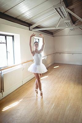 Ballerina practising ballet dance - p1315m1198759 by Wavebreak