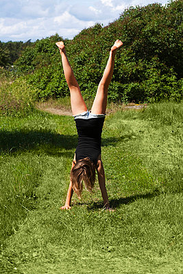 Girl performing handstand - p31228849 by Susanne Walstrom