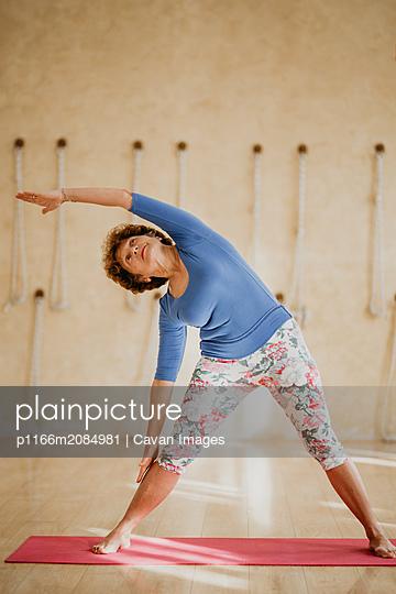 Morning Yoga Practice - p1166m2084981 by Cavan Images