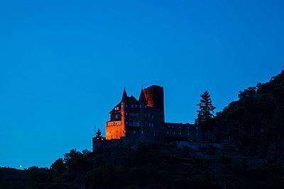 Germany, Rhineland-Palatinate, Sankt Goarshausen, Katz Castle, Blue hour - p300m981029f by Walter G. Allgöwer