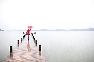 Standing in the rain - p4540781 by Lubitz + Dorner