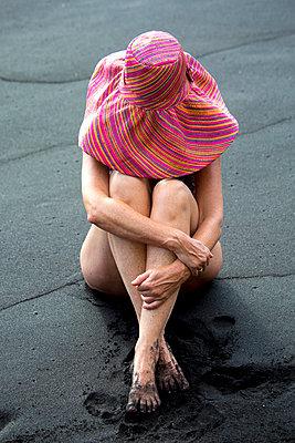 Frau mit Hut - p958m1115945 von KL23
