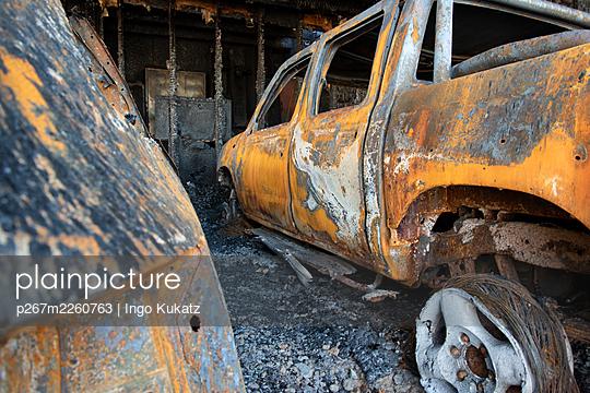 Burned out cars - p267m2260763 by Ingo Kukatz