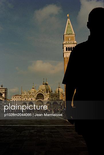 Man waiting, San Marco Square, Venice - p1028m2044066 by Jean Marmeisse