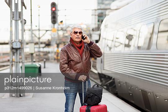 Mature man on train station - p312m1499026 by Susanne Kronholm