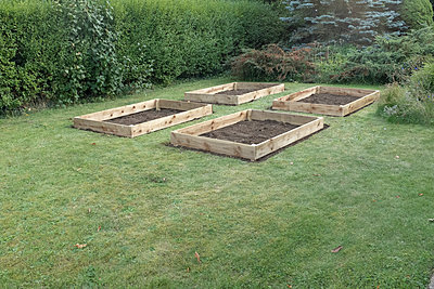 Four empty raised vegetable beds - p1433m2150485 by Wolf Kettler