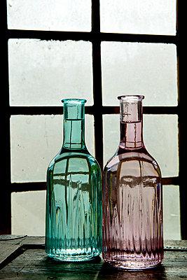 Zwei Blumenvasen  - p451m1119108 von Anja Weber-Decker