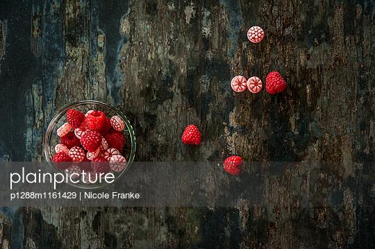 Bonbons und Himbeeren - p1288m1161429 von Nicole Franke