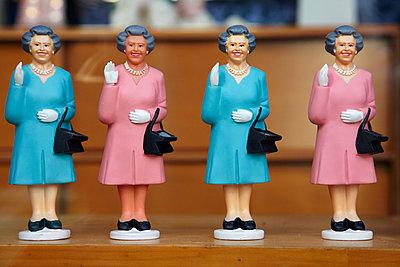 Queen Elizabeth - p7190173 by Rudi Sebastian
