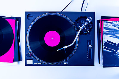 Turntable and records - p1149m2021182 by Yvonne Röder