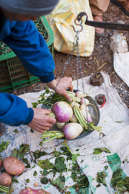 Morocco, Fresh vegetables on the market - p1167m2269953 by Maria Schiffer
