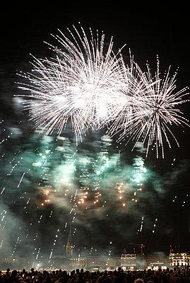 Feuerwerk - p179m833390 von Roland Schneider