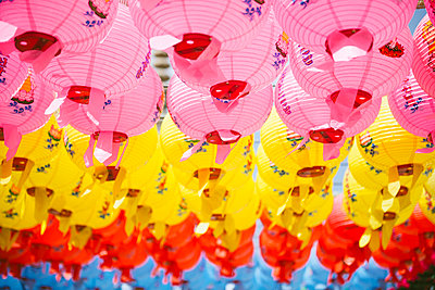 South Korea, Gyeongju, Colorful lanterns to celebrate Buddha's Birthday in Bulguksa Temple - p300m1459803 by Gemma Ferrando