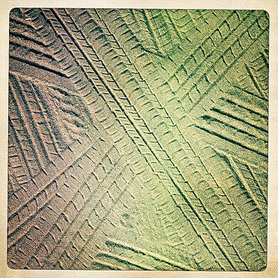 Tracks - p586m762994 by Kniel Synnatzschke