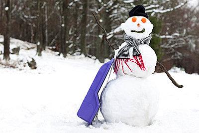 Snowman (Snögunbbe) - p847m674055 by Johanna Hanno