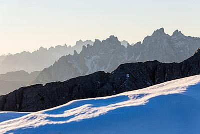 Dawn lights frames Cadini of Misurina. Dolomites. Auronzo of Cadore. Veneto. Italy. Europe - p871m1105974 by Roberto Moiola