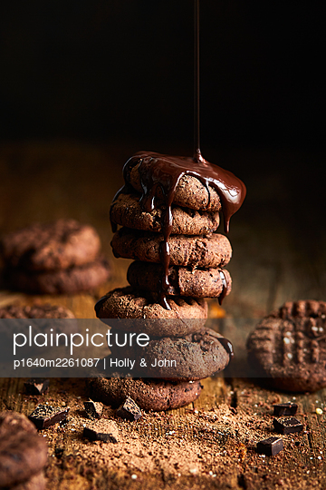 Stacked chocolate cookies - p1640m2261087 by Holly & John