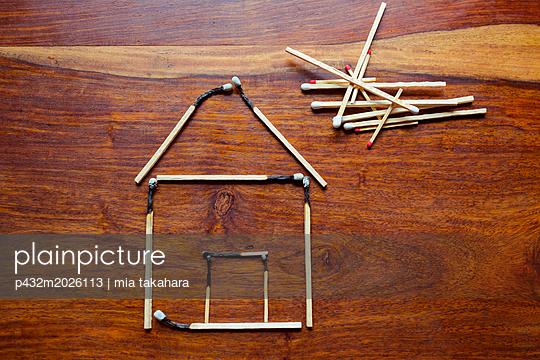 Abgebrannte Streichhölzer - p432m2026113 von mia takahara