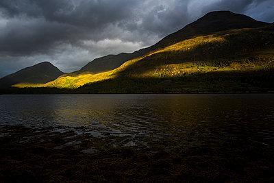 Loch Leven - p1057m931379 von Stephen Shepherd