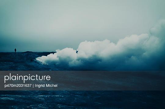 Brennendes Flugzeug im Lavafeld - p470m2031637 von Ingrid Michel