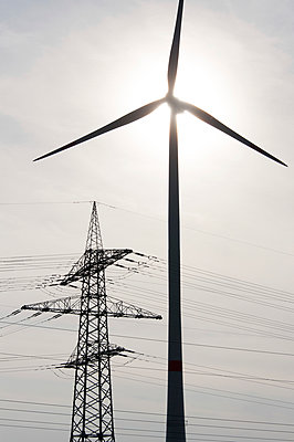 Energieerzeugung und -transport - p1079m891223 von Ulrich Mertens