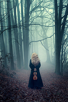 Woman in a misty forest - p992m893864 by Carmen Spitznagel