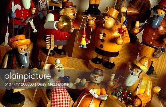 Kathe Wohlfahrt Christmas shop, Christmas decoration - p1377m1268399 by Susy Mezzanotte