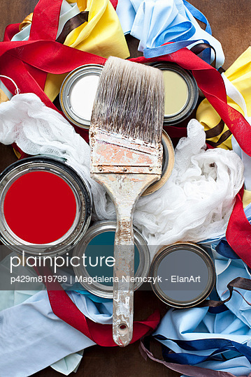 Still life of paint brush, paint tins and textiles - p429m819799 by Magdalena Niemczyk - ElanArt