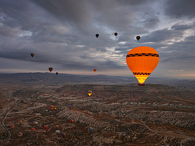 Turkey, Goreme, Cappadocia, Hot air balloons - p390m2247415 by Frank Herfort