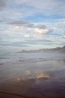 Misty beach - p464m883042 by Elektrons 08