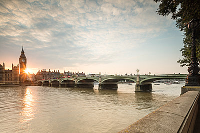 Westminster Bridge on River Thames with Big Ben and Palace of Westminster in the background at sunset, London, England, United Kingdom, Europe - p871m1221569 by Roberto Moiola