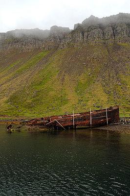 Ship wreck - p470m1043036 by Ingrid Michel