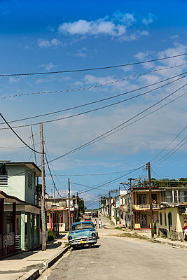 Little town in Cuba - p739m851247 by Baertels